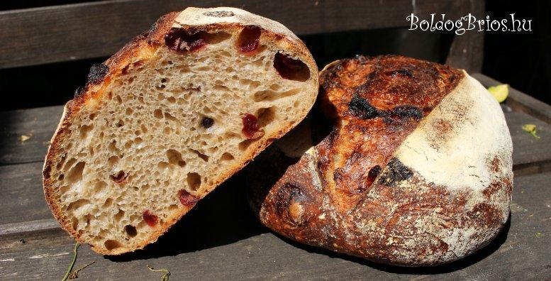 Vörös áfonyás kovászos kenyér